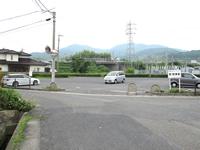 第1駐車場を左へ
