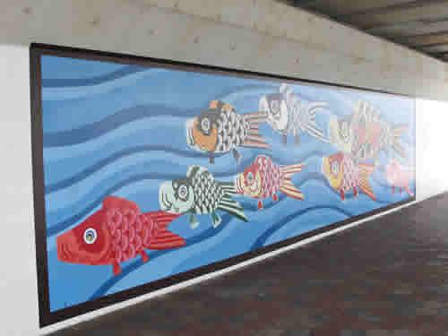 橋の下の絵画